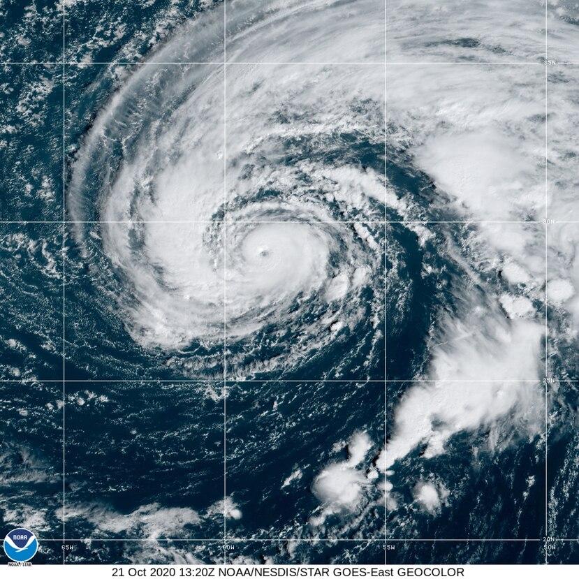 Imagen satelital del huracán Epsilon en el Atlántico.
