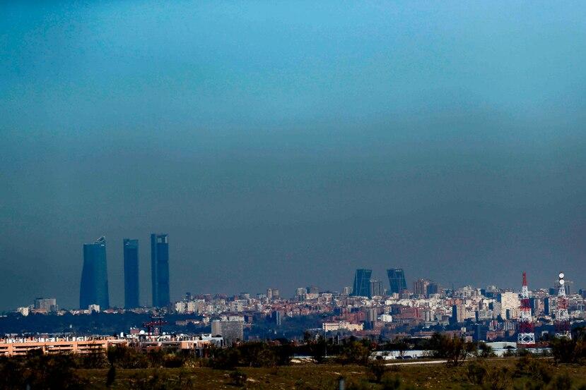 Vista de zona en Madrid cubierta por la contaminación en 2017. (EFE)