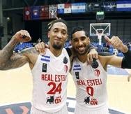 Los boricuas Jared Ruiz (24) y Jezreel de Jesús, del Real Estelí, celebran su triunfo del domingo en las semifinales de la Liga de Campeones FIBA Americas sobre el minas, de Brasil.