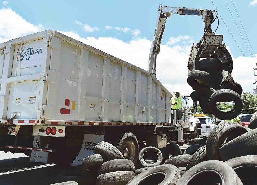 El Municipio de San Juan realizó ayer un recogido de neumáticos y una campaña de orientación en varias comunidades.