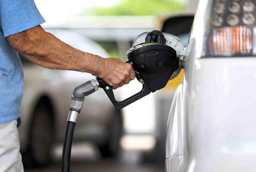 El presidente de la Asociación de Detallistas de Gasolina estimó que la demanda de gasolina podría continuar bajando a más de la mitad antes que finalice este mes. (archivo)