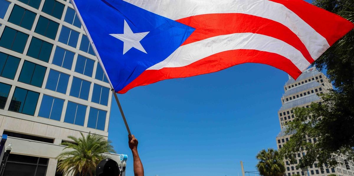 Boricuas ondean con orgullo la bandera en la Parada Puertorriqueña en Orlando