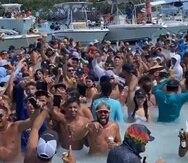 Imagen tomada de las redes sociales que muestra una aglomeración de personas en el Cayo Caracoles, en Lajas.