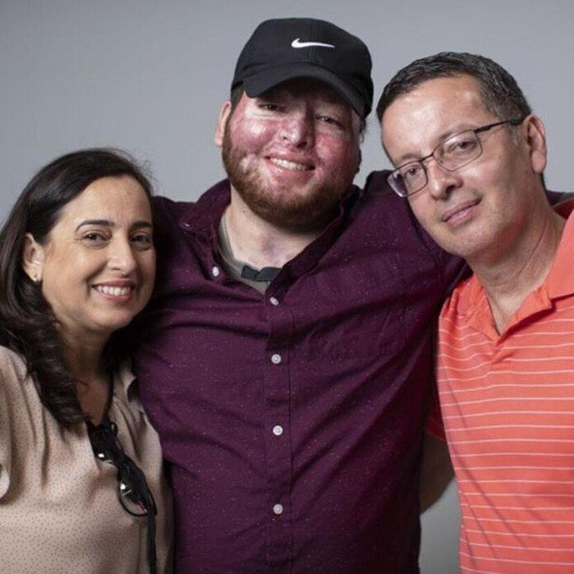 Alexis Joel junto a sus padres. (GFR Media)