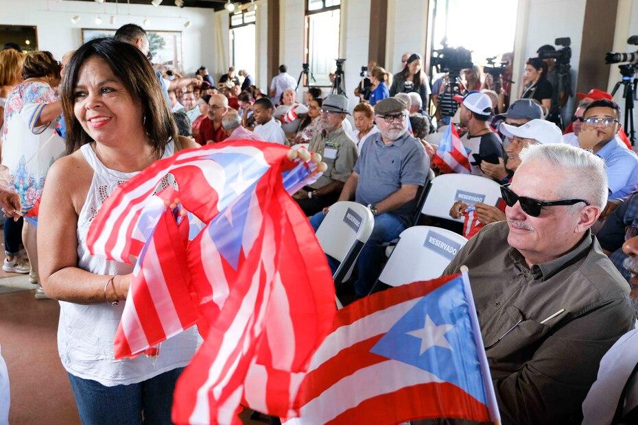 Varios ciudadanos se congregaron en el Jardín Botánico de Caguas para el anuncio de la alcaldesa de San Juan, Carmen Yulín Cruz.