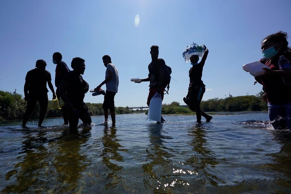 Campamento de miles inmigrantes haitianos en Del Rio, Texas.