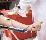"""La Cruz Roja explica que """"la mayoría"""" de inmunizados no necesita dejar pasar tiempo de donar sangre, siquiera tras recibir las dosis, siempre que no noten fiebre u otros síntomas y se sientan bien en el momento de la donación."""