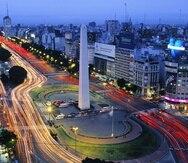 La famosa Avenida 9 de Julio, en Buenos Aires, que cuenta con 16 carriles en algunos puntos. (Shutterstock)