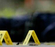 Una mujer y un niño fueron disparados este sábado en Times Square, en Nueva York, donde se vivieron momentos de tensión y la policía local ha desalojado parcialmente la plaza mientras busca al atacante, según informaron medios locales.