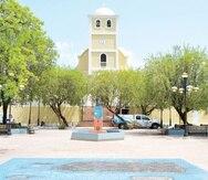 La plaza de la alcaldía de Lares.