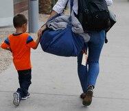 EE.UU. incumple con el plazo para reunir a las familias inmigrantes