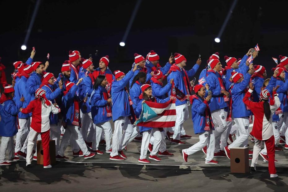 Desfila la delegación de Puerto Rico.